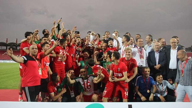 Bayrampaşa, rakibi Düzcespor'u uzatmalarda 3-1 yenerek TFF 2. Lig'e yükseldi