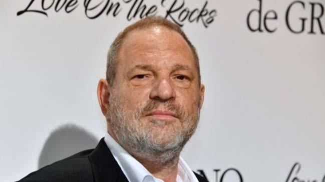 Tacizle+su%C3%A7lanan+Weinstein+New+York%E2%80%99ta+teslim+oldu