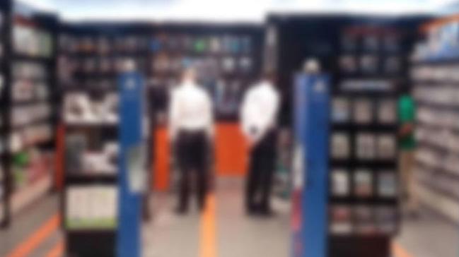 Bursa'da AVM'lerin korkulu rüyası olan hırsız çift yakalandı