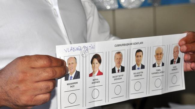 Seçimlerde bir oy da Putin'e çıktı