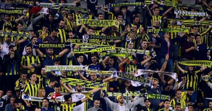 Fenerbahçe taraftarlarından kombinelere hücum!