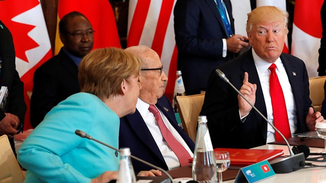 Trump+NATO+toplant%C4%B1s%C4%B1nda+ba%C4%9F%C4%B1rd%C4%B1:+G%C3%B6%C3%A7menler+Avrupa%E2%80%99y%C4%B1+ele+ge%C3%A7irdi