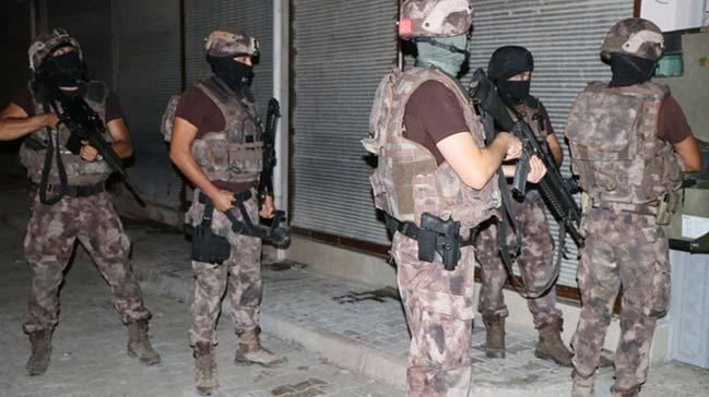PKK%E2%80%99n%C4%B1n+eli+kolu+ba%C4%9Fland%C4%B1:+Yard%C4%B1m+ve+yatakl%C4%B1k+eden+3+Frans%C4%B1z+toplam+16+ki%C5%9Fi+yakaland%C4%B1