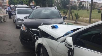 Bursa'da uyuşturucu satıcısı ile polis kovalamacısı sonucunda 6 araç kullanılamaz hale geldi