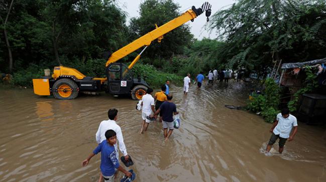 Hindistan'daki şiddetli yağışlardan ölenlerin sayısı 44'e çıktı