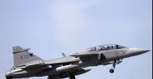 İsveç savaş uçağı düştü