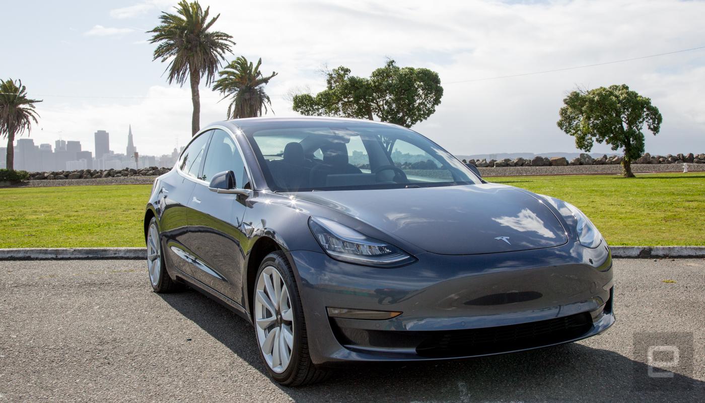 Tesla Model 3'ün Takip Modu Sonradan Güncellenebilir Oluyor