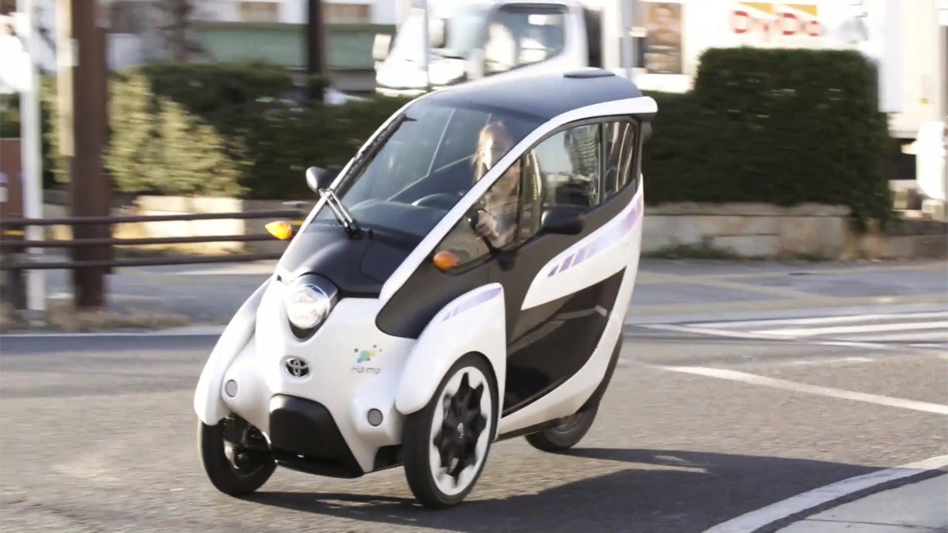 Küçük tasarımı ve manevra kabiliyeti ile dikkat çeken 3 tekerlekli elektirikli araç İ-ROAD'ın, yoğun trafiğe çözüm olması bekleniyor.