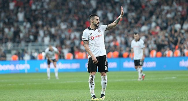 Beşiktaş'tan ayrılarak Dubai'nin Al-Nasr takımına transfer olan İspanyol forvet Alvaro Negredo, sosyal medya aracılığıyla siyah-beyazlı takıma teşekkür etti.