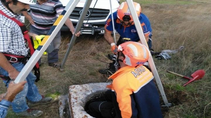 Kütahya'nın Çavdarhisar ilçesinde 8 metrelik kuyuya düşen tilkiyi İl Afet ve Acil Durum Müdürlüğü ekipleri kurtardı.