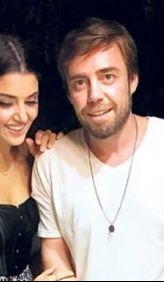 Şarkıcı Murat Dalkılıç ve Hande Erçel sürpriz bir kararla yollarını ayırmıştı. İddiaya göre; Murat Dalkılıç, Hande Erçel'i yabancı uyruklu iki kadınla aldattı. İhaneti öğrenen Hande Erçel Murat Dalkılıç'ı terk etti.