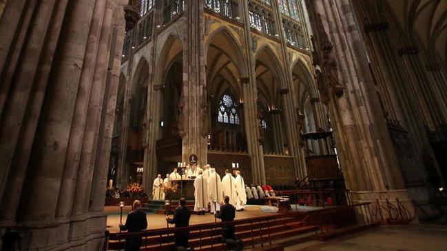 Cinsel tacizle suçlanan Fransız rahip intihar etti