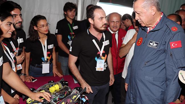 Başkan Erdoğan TEKNOFEST'te stantları ziyaret etti