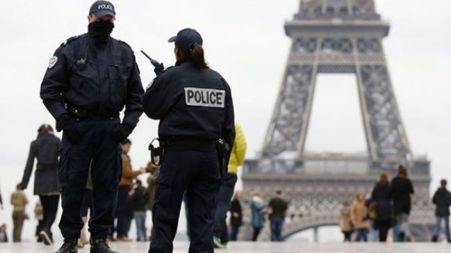 Fransa%E2%80%99da+sivil+polise+uyu%C5%9Fturucu+teklif+eden+torbac%C4%B1+g%C3%B6zalt%C4%B1na+al%C4%B1nd%C4%B1+