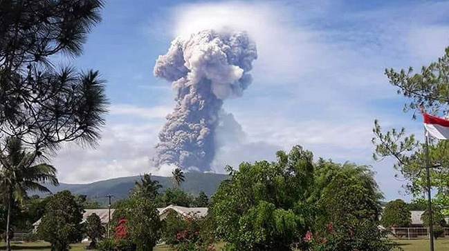 Deprem+ve+tsunaminin+ard%C4%B1ndan+Endonezya%E2%80%99da+yanarda%C4%9F+patlamas%C4%B1+meydana+geldi