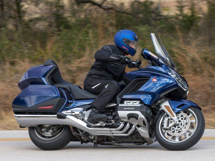 Uzun+yol+motosikleti+Honda+GL+1800+Goldwing+yenilendi%21;