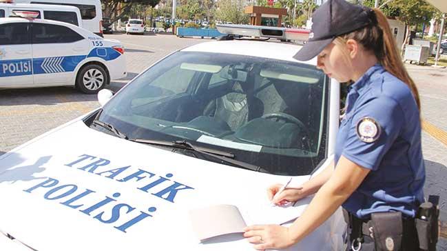Her+polis+trafikte+ceza+yazacak