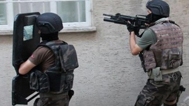 PKK%E2%80%99n%C4%B1n+Bel%C3%A7ika%E2%80%99daki+g%C3%B6sterilerini+d%C3%BCzenleyen+zanl%C4%B1+Mersin%E2%80%99de+tutukland%C4%B1