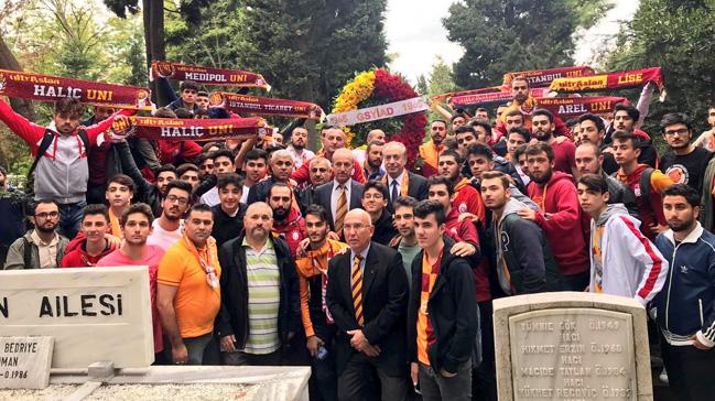 Galatasaray,+Ali+Sami+Yen%E2%80%99i+mezar%C4%B1+ba%C5%9F%C4%B1nda+and%C4%B1