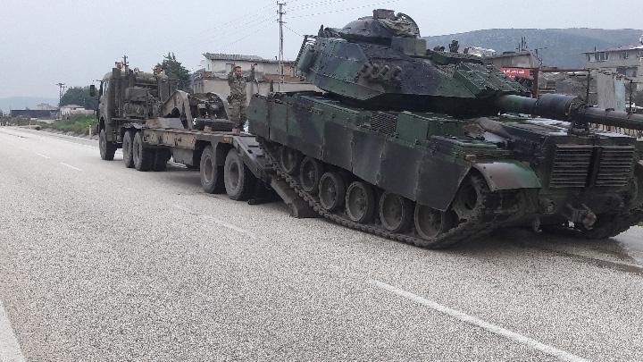 S%C4%B1n%C4%B1ra+askeri+tank+ve+askeri+personel+takviyesi+yap%C4%B1ld%C4%B1