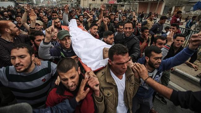 İsrail'in şehit ettiği Filistinli toprağa verildi