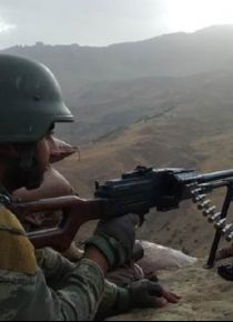 PKK'lı teröristler ağaçta brandayla gözetleme kulesi yapmış