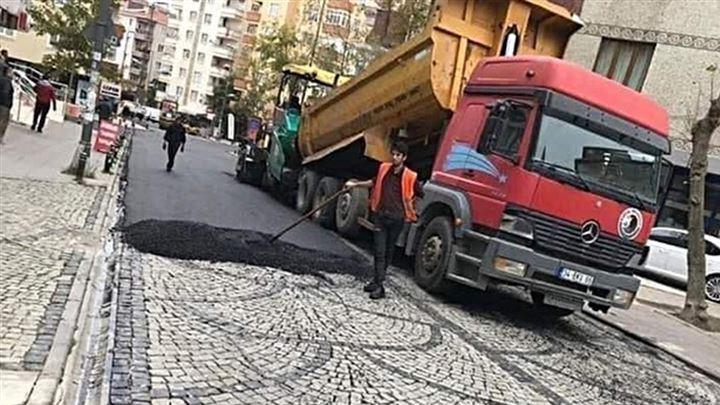 Parke taşlarının üstleri CHP'li Kartal Belediyesi'nce asfaltlandı