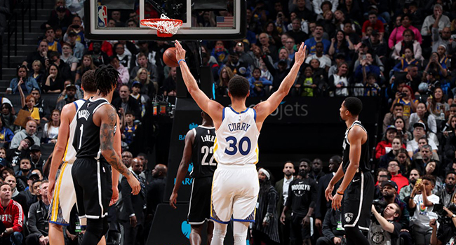Stephen Curry'den yeni rekor