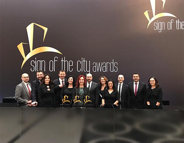 Sign+Of+The+City+Awards%E2%80%99da++Tahincio%C4%9Flu%E2%80%99na+%C3%BC%C3%A7+%C3%96d%C3%BCl+Birden+