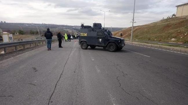 Diyarbakır'da şüpheli otomobil, fünyeyle patlatıldı