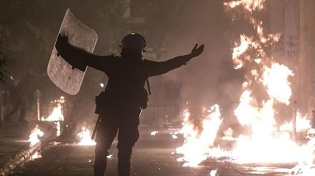 Yunanistan'da polis ile göstericiler arasında çıkan olaylarda 8 kişi gözaltına alındı