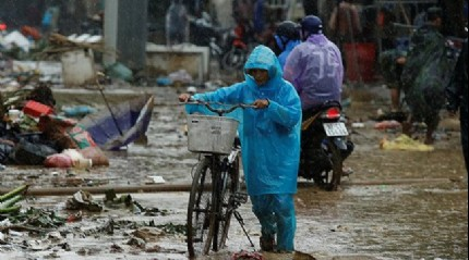 Vietnam'da Toraji tayfunu 12 can aldı