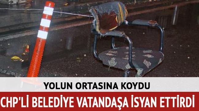 CHP'li belediye vatandaşa isyan ettirdi: Yolun ortasına sandalye koydu
