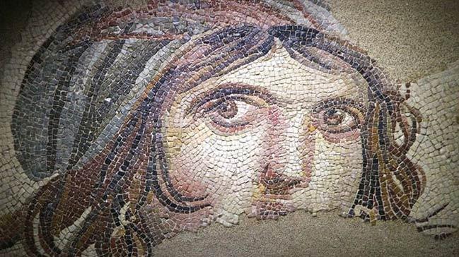 'Çingene Kızı Mozaiği' 26 Kasım'da Türkiye'ye geliyor
