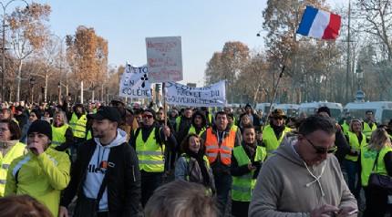Fransa'da 40 bin kişi akaryakıt zamlarını protesto etti