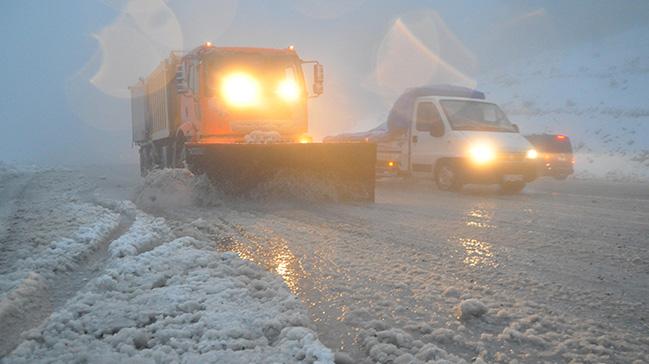 Denizli%E2%80%99de+ba%C5%9Flayan+kar,+Antalya+yolunda+etkili+oldu