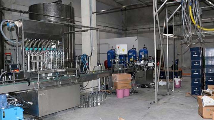 Sirke+fabrikas%C4%B1nda+25+ton+sahte+votka+ele+ge%C3%A7irildi+olayla+ilgili+8+ki%C5%9Fi+g%C3%B6zalt%C4%B1na+al%C4%B1nd%C4%B1