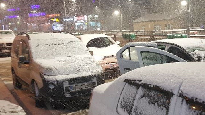 Erzurum%E2%80%99da+kar+ya%C4%9F%C4%B1%C5%9F%C4%B1+etkili+oluyor