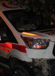 Feci kaza: Ambulansla otomobil çarpıştı