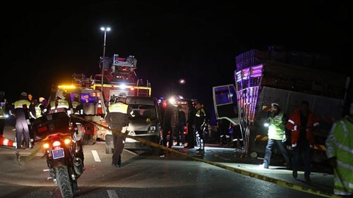 Mersin'de kamyonun çarptığı trafik polisimiz şehit oldu, 8 kişi yaralandı