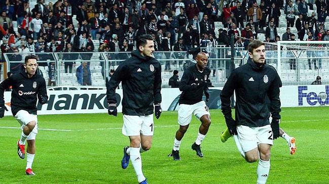Beşiktaş'ta Gökhan Gönül ısınırken sakatlandı!