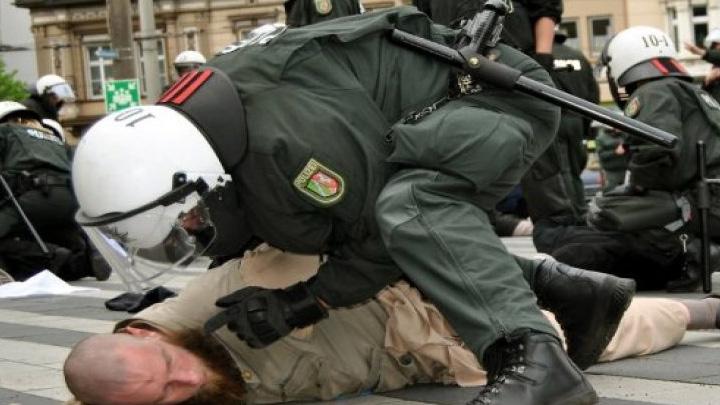 Almanya'da polise olağanüstü yeni yetkiler verildi