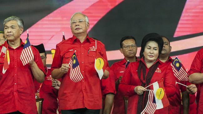 Malezya'da muhalefet partisi UMNO'dan 6 milletvekili istifa etti