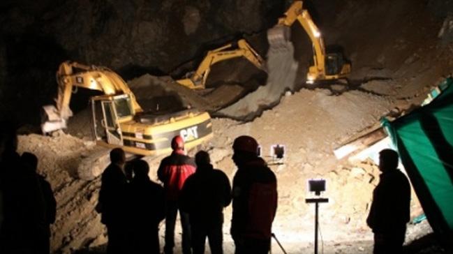 Hindistan'da maden ocağı çöktü: 13 kişi kayıp