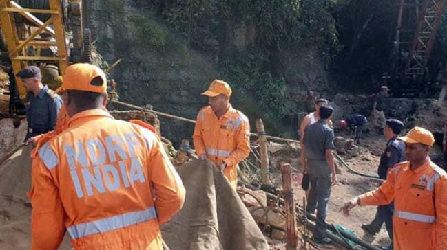 Hindistan'da maden çökmesi sonucu 13 madenci kayıp