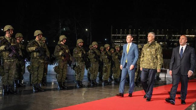NATO ve AB'nin karşı çıktığı Kosova ordusu için devlet töreni düzenlendi