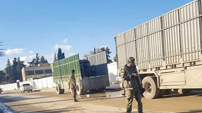 PKK'lı teröristler Rasulayn'da olası hava harekatında yakmak için lastik topluyor