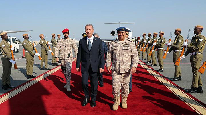 Milli Savunma Bakanı Akar, Katar'da -
