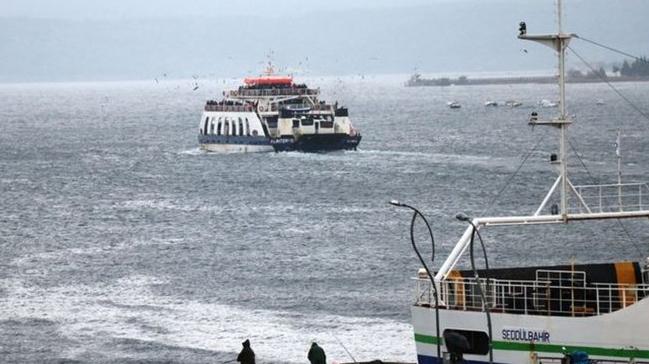 Kuzey Ege'de fırtına nedeniyle feribot seferleri iptal edildi