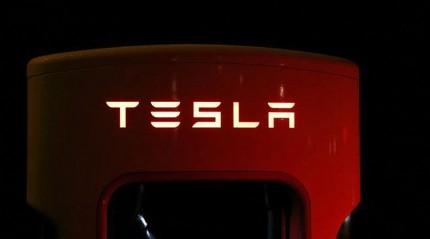 Tesla sürücüsüz araçlar konusunda müşterilerini uyardı